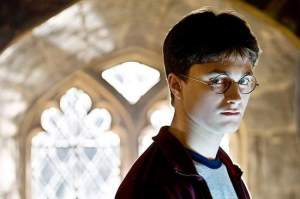 "Daniel Radcliff play Harry Potter in ""Harry Potter and the Half-Blood Prince."""